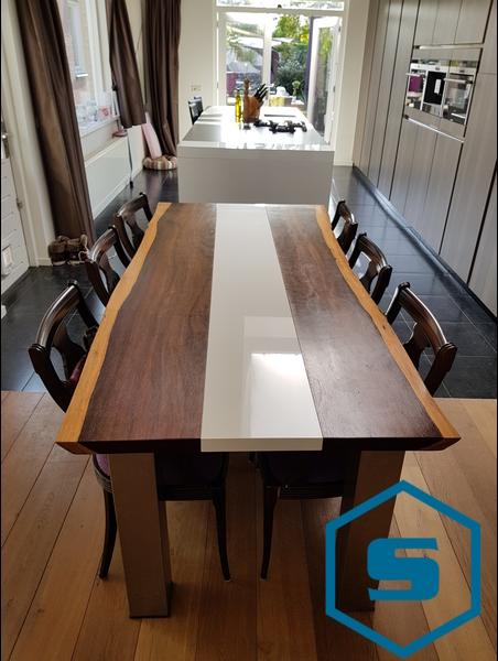 Woonkamer design houtentafel