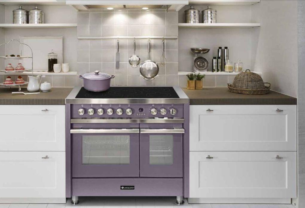De keuken is het hoofd van het huis, het FORNUIS de nek waarop het draait.